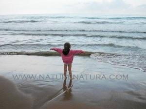 Sitges - Elisita, libre, en el cielo y en el mar y en el suelo ... volando y tocando los elementos con pasiòn...